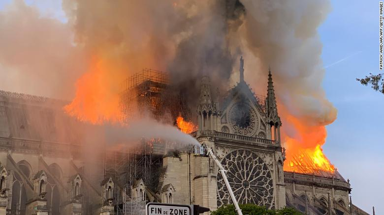 notre-dame-fire-paris-photo